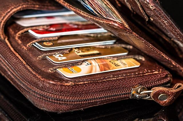 peněženka a kreditní karty