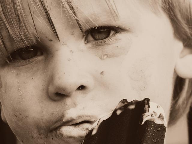 chlapec s nanukem.jpg