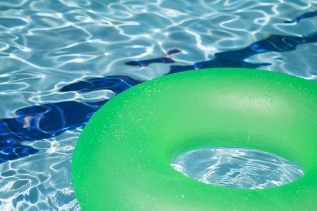 plovák do bazénu