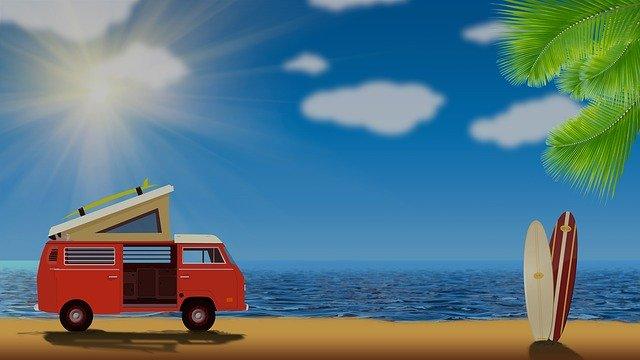 obrázek starý typ karavanu na pláži